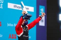 Sébastien Buemi (CHE), Nissan e.Dams with his trophy on the podium