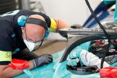 A mechanic leans over Daniel Abt (DEU), NIO 333, NIO FE-005