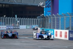 Maximilian Günther (DEU), BMW I Andretti Motorsports, BMW iFE.20 takes the chequered flag