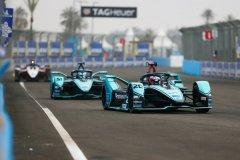 Mitch Evans (NZL), Panasonic Jaguar Racing, Jaguar I-Type 4 leads James Calado (GBR), Panasonic Jaguar Racing, Jaguar I-Type 4