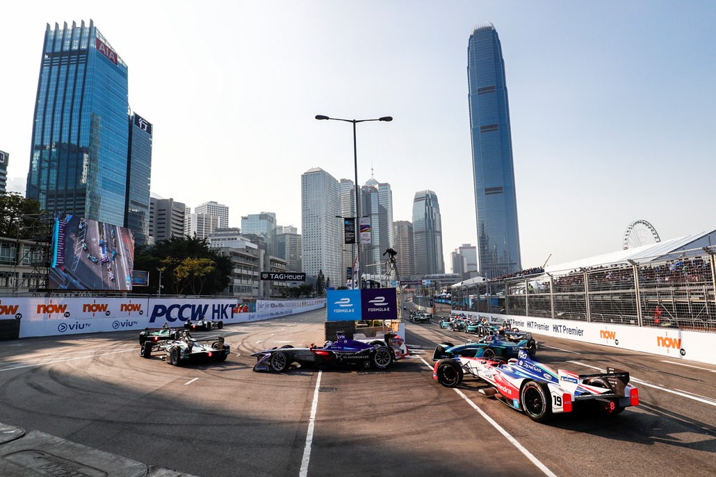 2017/2018 FIA Formula E Championship. Round 2 - Hong Kong, China. Sunday 03 December 2017. Felix Rosenqvist (SWE), Mahindra Racing, Mahindra M4Electro, spins at the start of the race. Photo: Sam Bloxham/LAT/Formula E ref: Digital Image _J6I7206