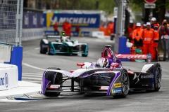 Sam Bird (GBR), DS Virgin Racing, DS Virgin DSV-03, leads Andre Lotterer (BEL), TECHEETAH, Renault Z.E. 17.