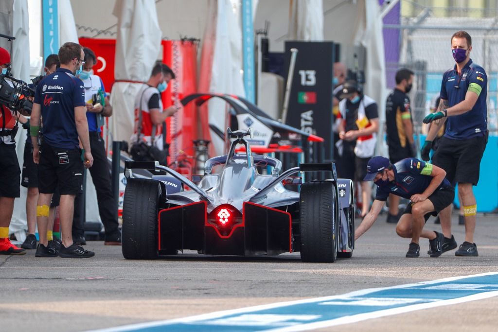 Robin Frijns (NLD), Envision Virgin Racing, Audi e-tron FE06 makes a pitstop