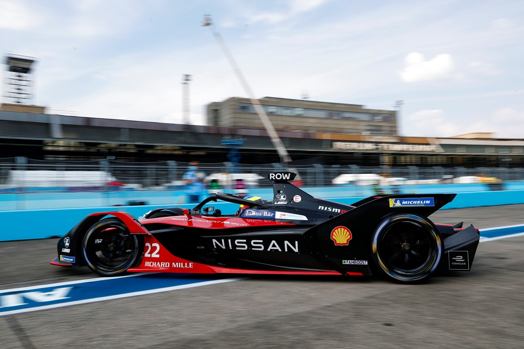 Oliver Rowland (GBR), Nissan e.Dams, Nissan IMO2 leaves the pits