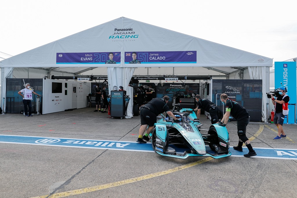 Mechanics push James Calado (GBR), Panasonic Jaguar Racing, Jaguar I-Type 4 back into the garage