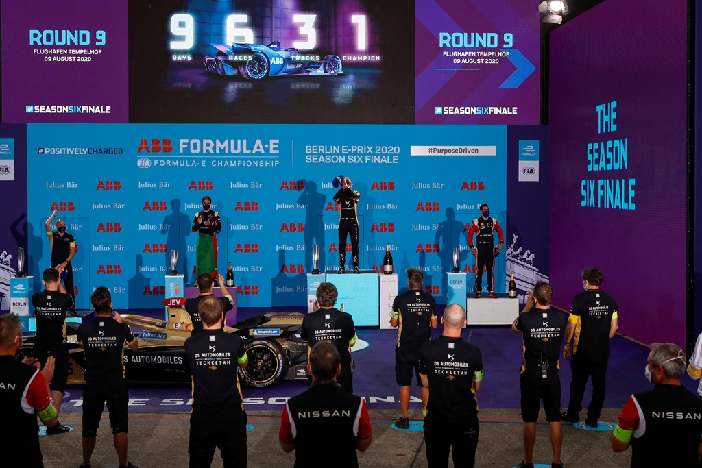 Antonio Félix da Costa (PRT), DS Techeetah, 2nd position, Jean-Eric Vergne (FRA), DS Techeetah, 1st position, and Sébastien Buemi (CHE), Nissan e.Dams, 3rd position, on the podium