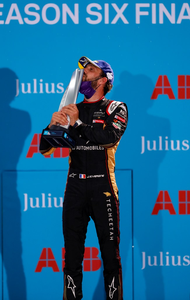 Jean-Eric Vergne (FRA), DS Techeetah, 1st position, kisses his trophy on the podium