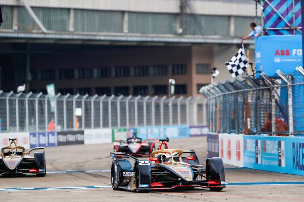 Jean-Eric Vergne (FRA), DS Techeetah, DS E-Tense FE20, 1st position, crosses the checkered flag