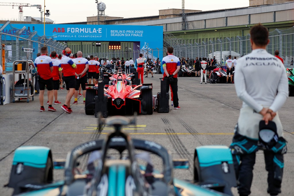 The Mahindra Racing team observe a moment of silence on the grid before the race
