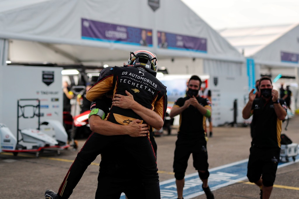 Antonio Félix da Costa (PRT), DS Techeetah celebrates his championship win with his team