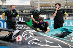 Panasonic Jaguar Racing personnel work on James Calado's (GBR), Panasonic Jaguar Racing, Jaguar I-Type 4