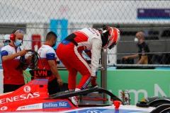 Alex Lynn (GBR), Mahindra Racing climbs out of his car on the grid