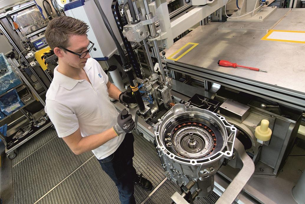 Am ZF-Standort Saarbrücken werden 8-Gang-Hybridgetriebe für Pkw gefertigt. // 8-speed hybrid transmissions for passenger cars are produced at ZF's Saarbrücken, Germany location.