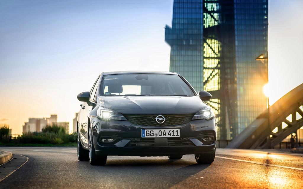 Opel-Astra-IntelliLux-LED-Matrix-Light-508376