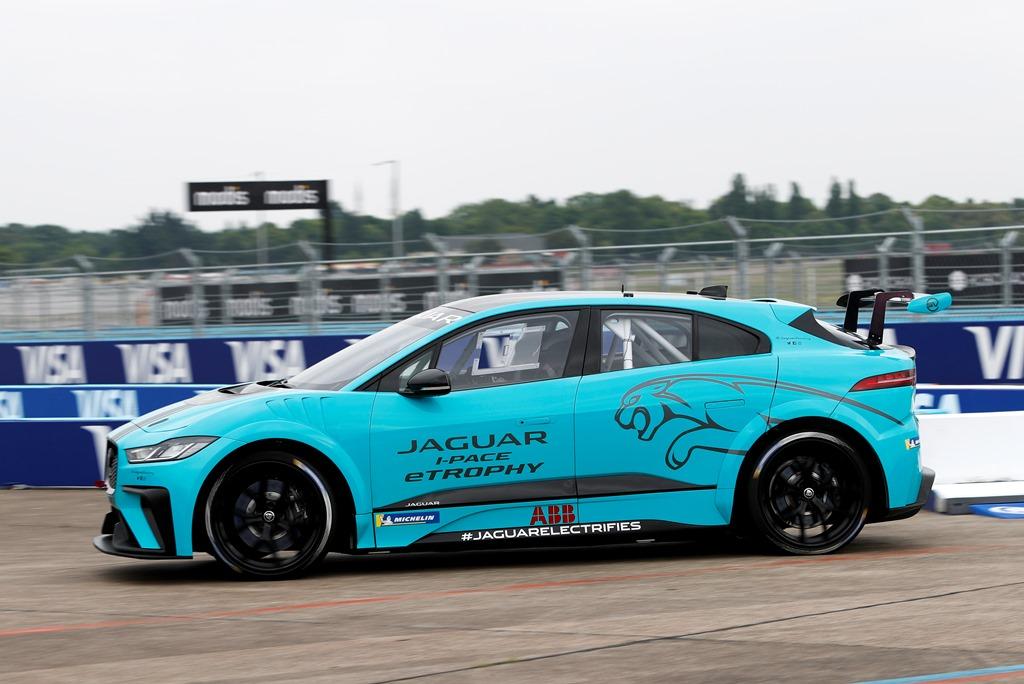jaguar_i-pace_etrophy_debut_berlino_electric_motor_news_02