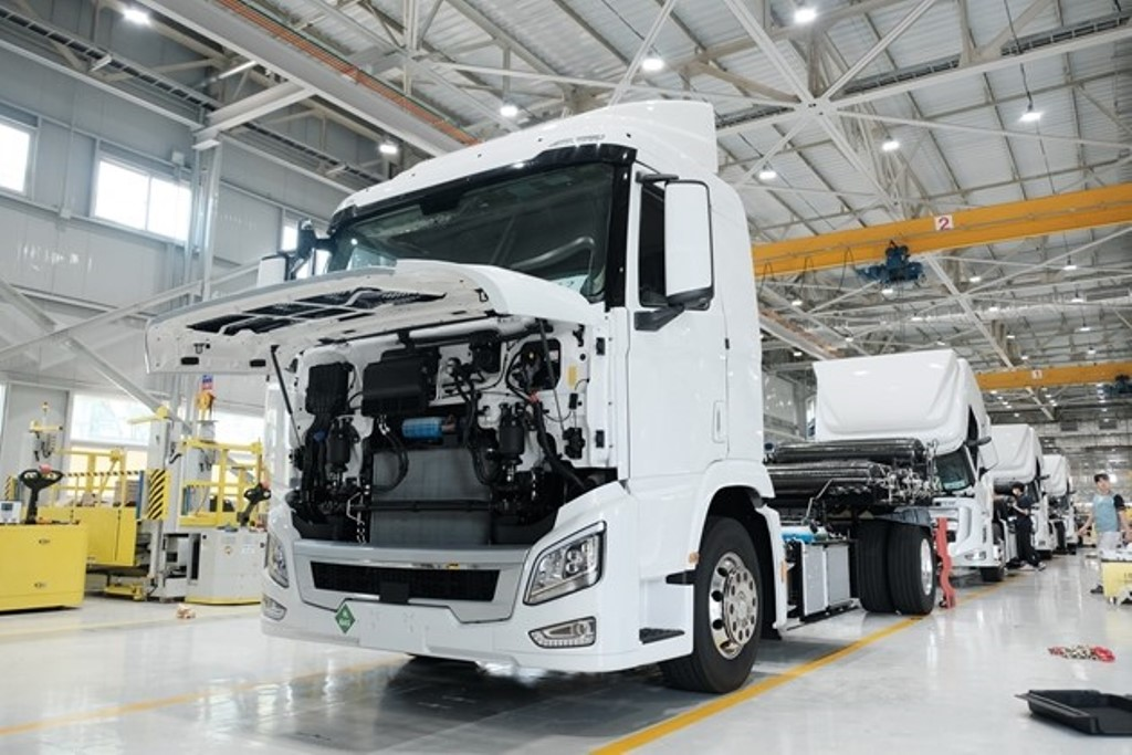 hyundai_xcient_fuel_cell_electric_motor_news_11