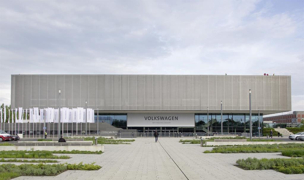 volkswagen_annual_meeting_electric_motor_news_02