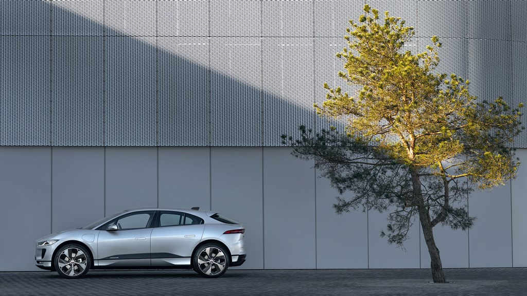 1_jaguar_i-pace_my_2021_electric_motor_news_06
