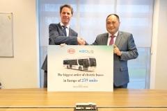 keolis_byd_electric_motor_news_02-Mr.-Frank-Janssen-CEO-of-Keolis-Nederland-Mr.-Isbrand-Ho-Managing-Director-of-BYD-Europe
