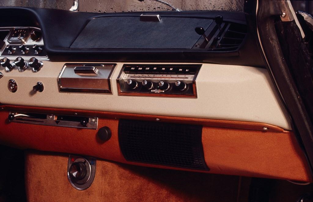 Compie-50-anni-il-progetto-della-nuova-plancia-delle-DS_Dettaglio-plancia-di-bordo-DS-1961-1968
