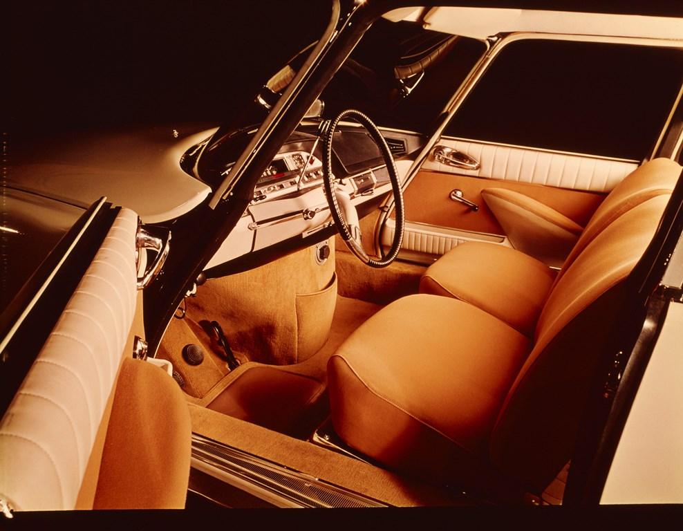 Compie-50-anni-il-progetto-della-nuova-plancia-delle-DS_Plancia-di-bordo-DS-tra-il-1961-ed-il-1968