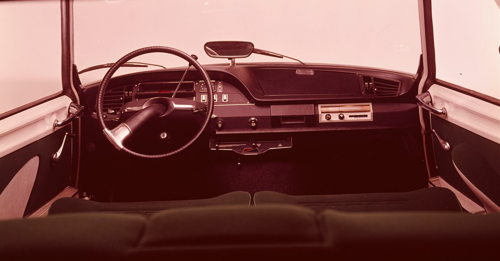 Compie-50-anni-il-progetto-della-nuova-plancia-delle-DS_Plancia-di-bordo-DS20-e-DS21-modello-1969