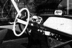 La plancia di bordo di un prototipo DS, si intravede Flaminio Bertoni riflesso sul cristallo