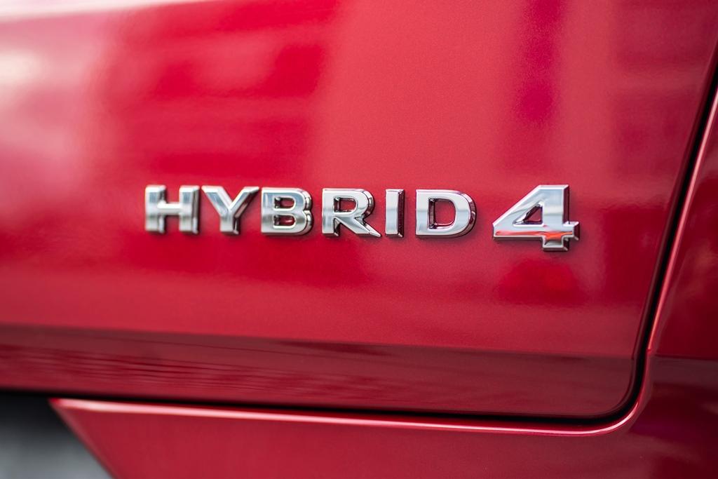 opel_grandland_x_hybrid4_electric_motor_news_21