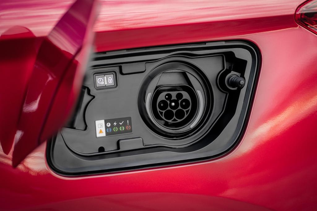 opel_grandland_x_hybrid4_electric_motor_news_22