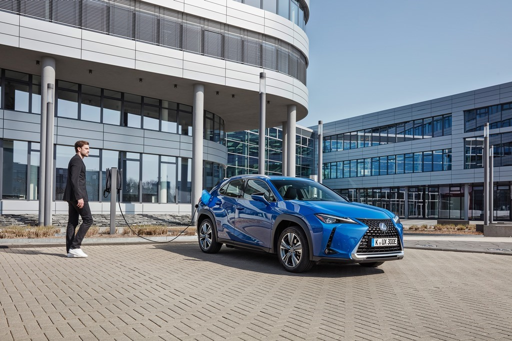 lexus_ux_300e_electric_motor_news_03