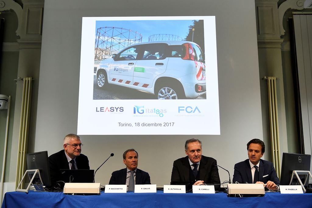 Da sinistra Paolo Bacchetta CEO ITALGAS RETI, Paolo Gallo CEO ITALGAS, Alfredo Altavilla COO FCA EMEA, Giacomo Carelli CEO FCA Bank-Leasys.