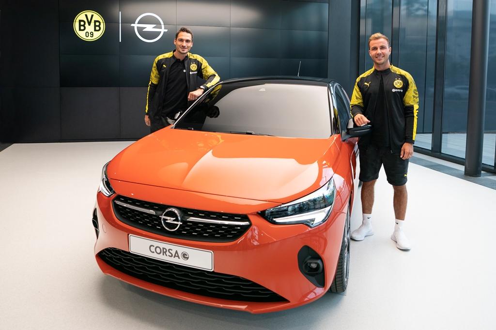 Mats-Hummels-Mario-Goetze.Opel-Corsa-e-507879
