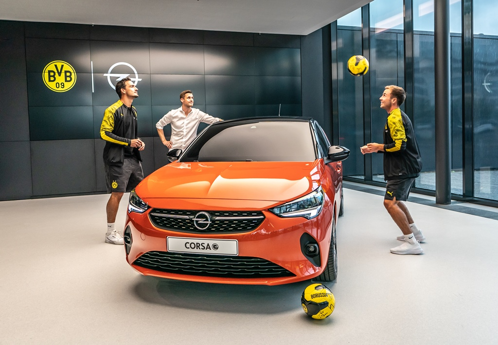 Mats-Hummels-Sebastian-Kehl-Mario-Goetze-Opel-Corsa-e-507882