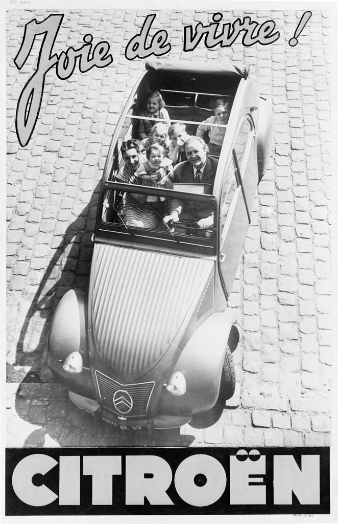 Una delle prime immagini pubblicitarie della 2CV