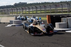 Jean-Eric Vergne (FRA), DS TECHEETAH, DS E-Tense FE19 leads Alexander Sims (GBR) BMW I Andretti Motorsports, BMW iFE.18 and Antonio Felix da Costa (POR), BMW I Andretti Motorsports, BMW iFE.18
