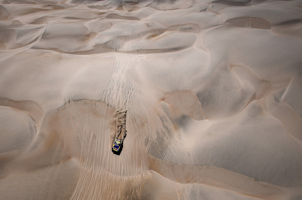 Sebastien Loeb and Daniel Elena in the Peugeot 3008 of the PH-Sport navigating through the dunes during stage 6 of the Dakar Rally, between Arequipa and San Juan de Marcona, Peru, on January 13, 2019. // Eric Vargiolu / DPPI / Red Bull Content Pool // AP-1Y4A592W12111 // Usage for editorial use only // Please go to www.redbullcontentpool.com for further information. //