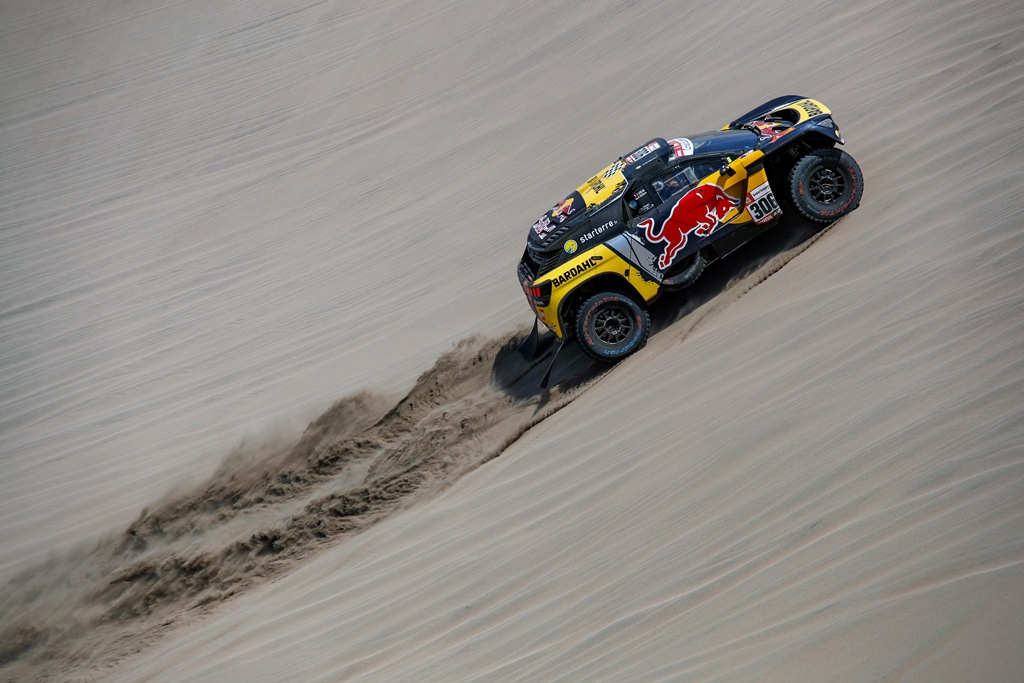 Sebastien Loeb and Daniel Elena in the Peugeot 3008 of the PH-Sport climbing a dune during stage 6 of the Dakar Rally, between Arequipa and San Juan de Marcona, Peru, on January 13, 2019. // Florent Gooden / DPPI / Red Bull Content Pool  // AP-1Y4B9WUP12111 // Usage for editorial use only // Please go to www.redbullcontentpool.com for further information. //