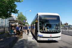 nobina_byd_e-bus_electric_motor_news_02-BYD-18-metre-articulated-eBus-in_-Linköping