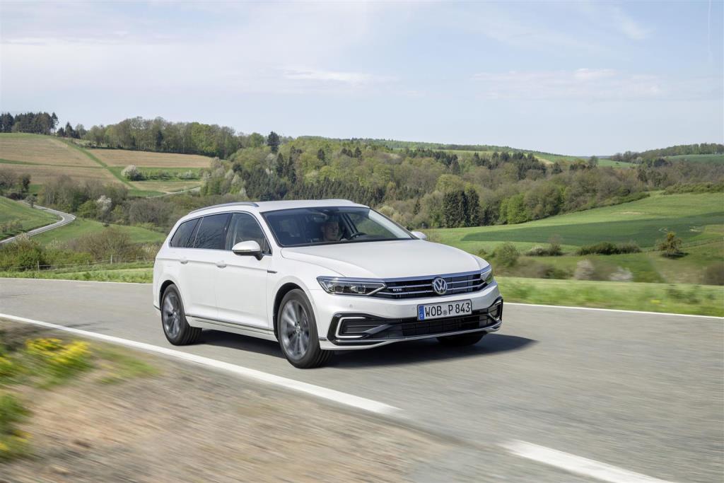 nuova_volkswagen_passat_gte_electric_motor_news_03