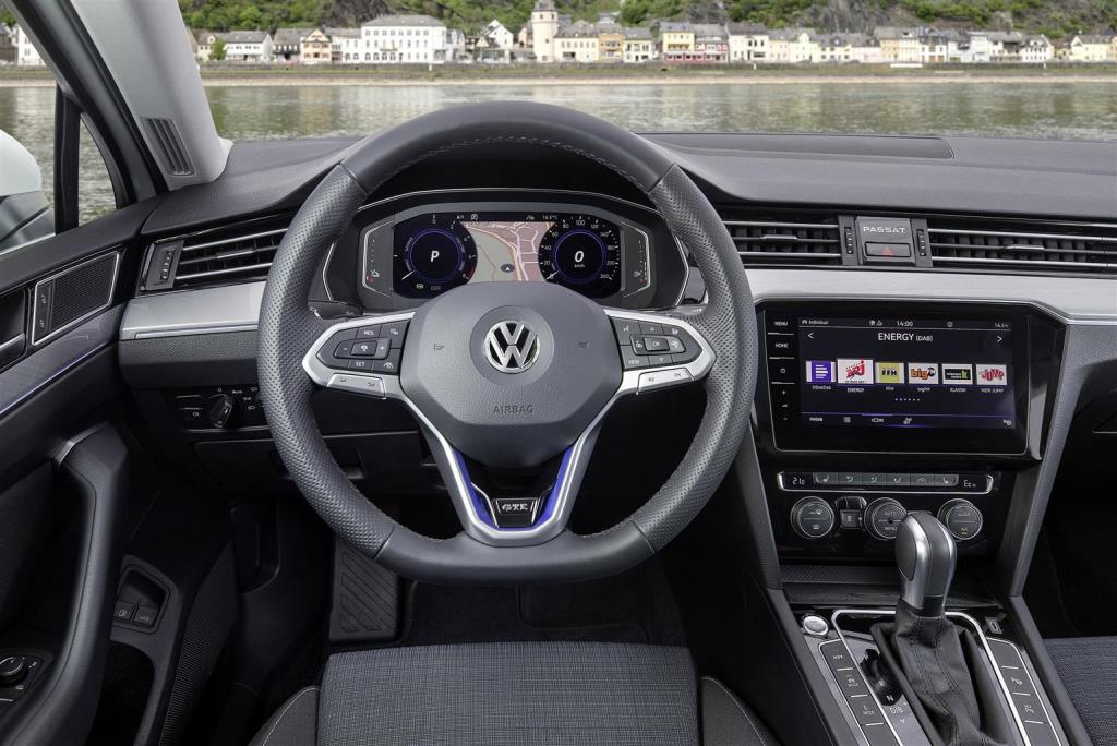 nuova_volkswagen_passat_gte_electric_motor_news_07