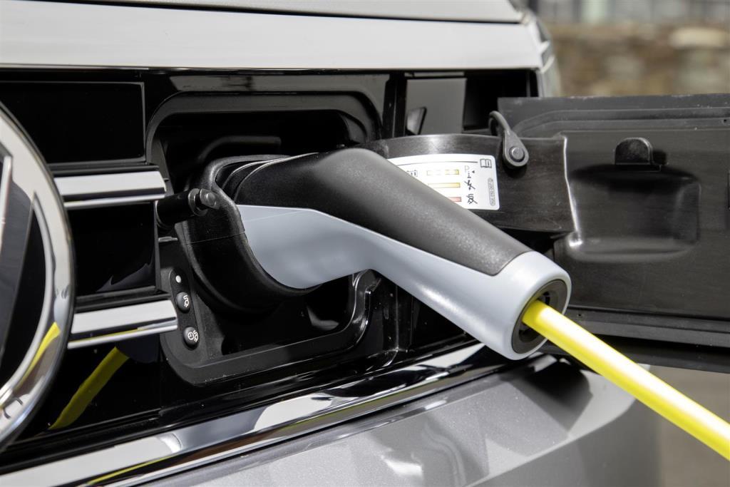 nuova_volkswagen_passat_gte_electric_motor_news_22