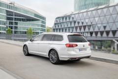 nuova_volkswagen_passat_gte_electric_motor_news_02