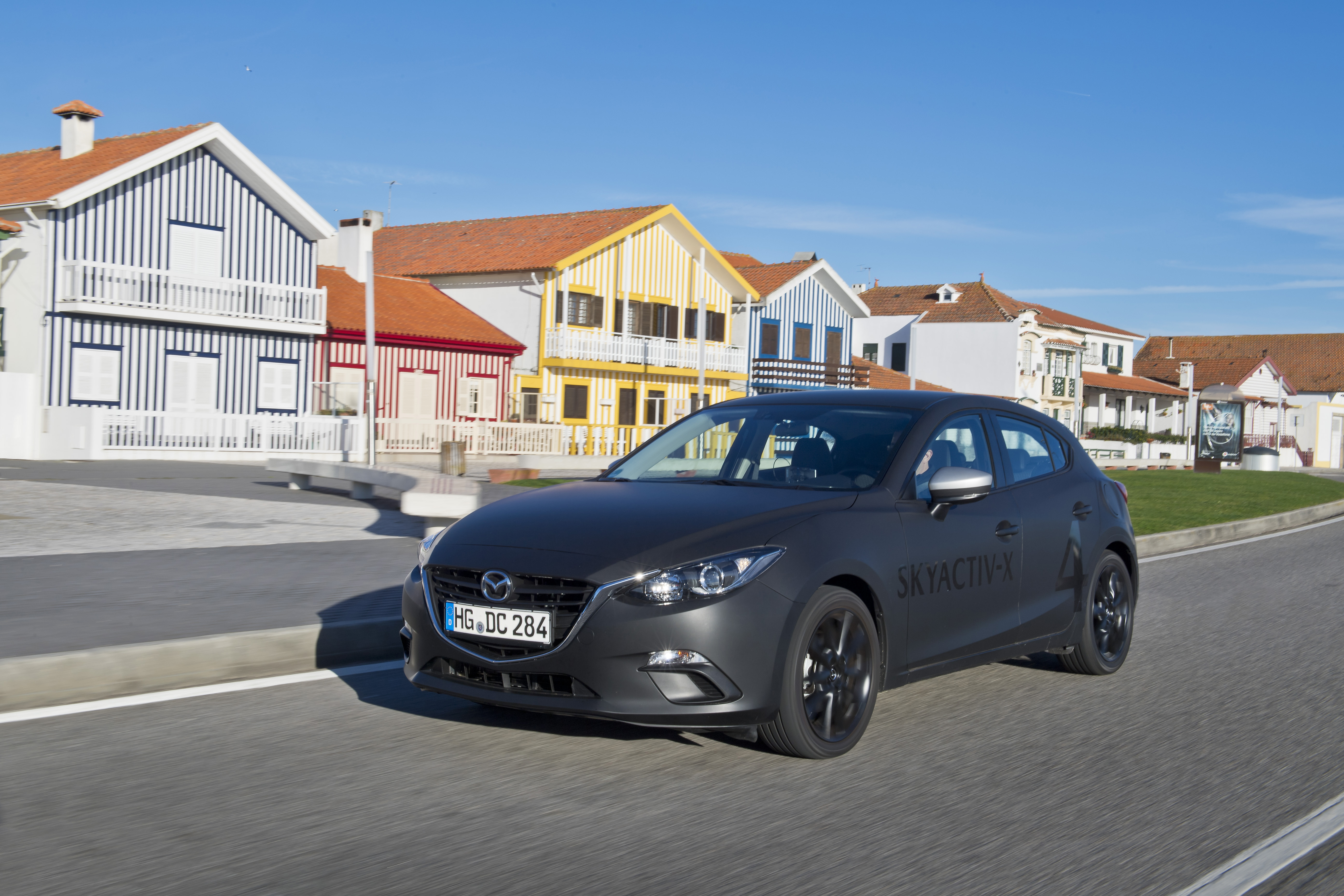 SKYACTIV-X_Porto_Driving_22_hires