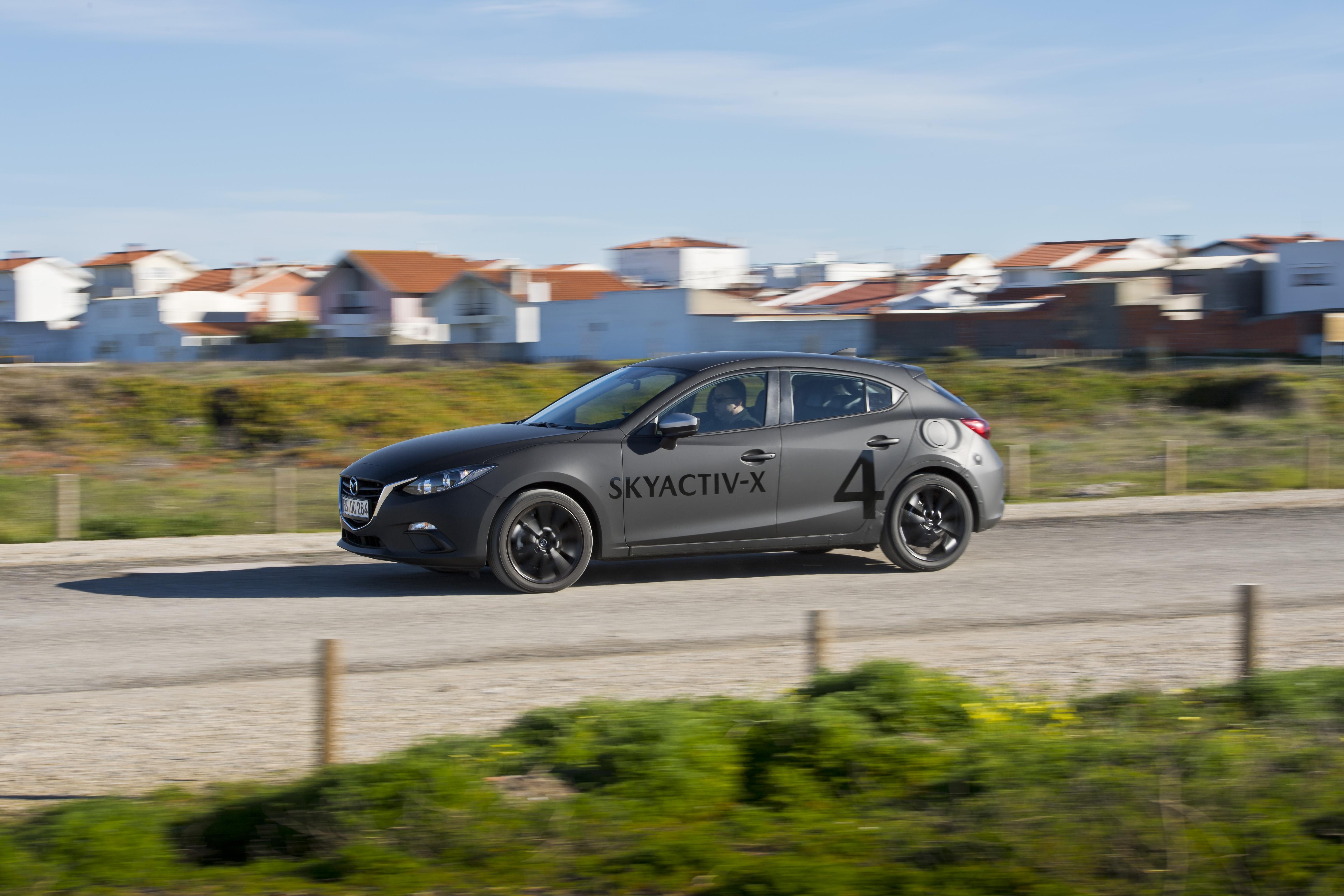 SKYACTIV-X_Porto_Driving_25_hires