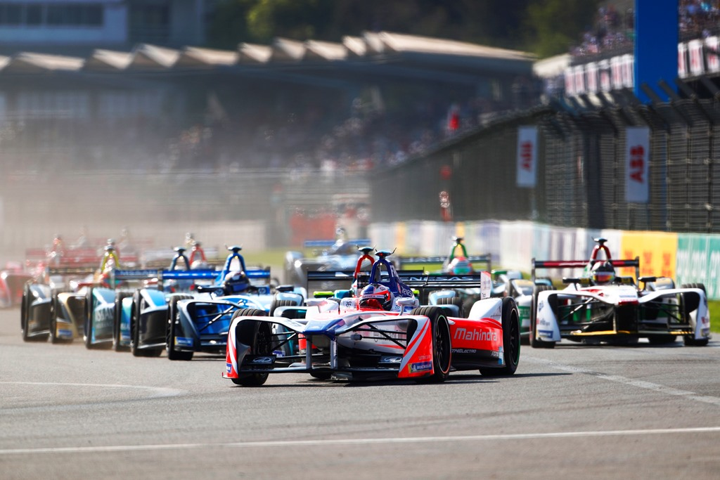 2017/2018 FIA Formula E Championship. Round 5 - Mexico City ePrix. Autodromo Hermanos Rodriguez, Mexico City, Mexico. Saturday 03 March 2018. Felix Rosenqvist (SWE), Mahindra Racing, Mahindra M4Electro, leads at the start of the race. Photo: Andrew Ferraro/LAT/Formula E ref: Digital Image _J6I1820