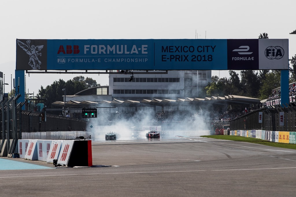 2017/2018 FIA Formula E Championship. Round 5 - Mexico City ePrix. Autodromo Hermanos Rodriguez, Mexico City, Mexico. Saturday 3 March 2018. Felix Rosenqvist (SWE), Mahindra Racing, Mahindra M4Electro, and Oliver Turvey (GBR), NIO Formula E Team, NextEV NIO Sport 003, at the start of the race. Photo: Zak Mauger/LAT/Formula E ref: Digital Image _56I1345