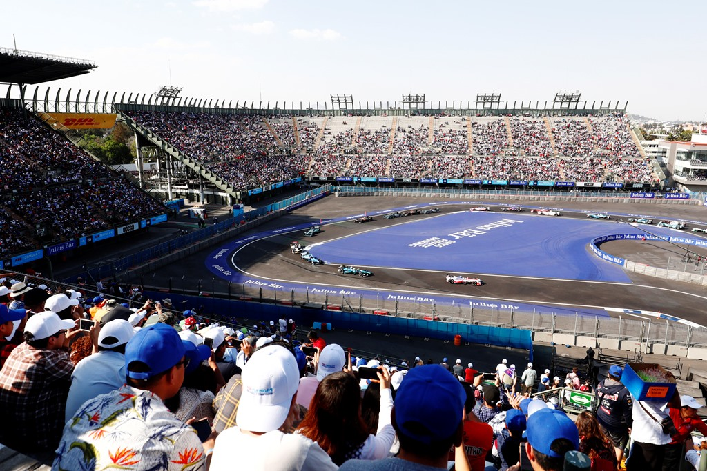 2017/2018 FIA Formula E Championship. Round 5 - Mexico City ePrix. Autodromo Hermanos Rodriguez, Mexico City, Mexico. Saturday 03 March 2018. Felix Rosenqvist (SWE), Mahindra Racing, Mahindra M4Electro, leads Oliver Turvey (GBR), NIO Formula E Team, NextEV NIO Sport 003, at the start of the race. Photo: Sam Bloxham/LAT/Formula E ref: Digital Image _W6I3207