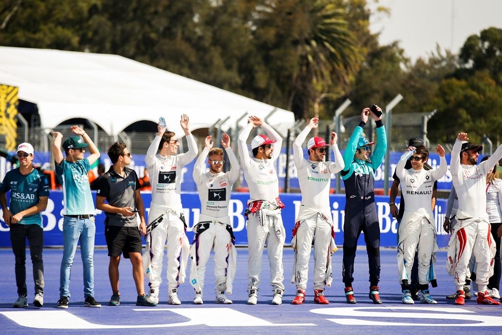 2017/2018 FIA Formula E Championship. Round 5 - Mexico City ePrix. Autodromo Hermanos Rodriguez, Mexico City, Mexico. Saturday 03 March 2018. Drivers start a mexican wave in the stadium. Photo: Sam Bloxham/LAT/Formula E ref: Digital Image _X0W0770