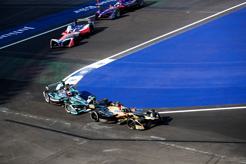 2017/2018 FIA Formula E Championship. Round 5 - Mexico City ePrix. Autodromo Hermanos Rodriguez, Mexico City, Mexico. Saturday 3 March 2018. Andre Lotterer (BEL), TECHEETAH, Renault Z.E. 17, leads Mitch Evans (NZL), Panasonic Jaguar Racing, Jaguar I-Type II, Nick Heidfeld (GER), Mahindra Racing, Mahindra M4Electro and Alex Lynn (GBR), DS Virgin Racing, DS Virgin DSV-03. Photo: Sam Bloxham/LAT/Formula E ref: Digital Image _W6I3238