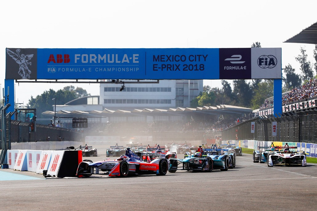 2017/2018 FIA Formula E Championship. Round 5 - Mexico City ePrix. Autodromo Hermanos Rodriguez, Mexico City, Mexico. Saturday 03 March 2018. Felix Rosenqvist (SWE), Mahindra Racing, Mahindra M4Electro, leads Oliver Turvey (GBR), NIO Formula E Team, NextEV NIO Sport 003, at the start of the race. Photo: Zak Mauger/LAT/Formula E ref: Digital Image _56I1419
